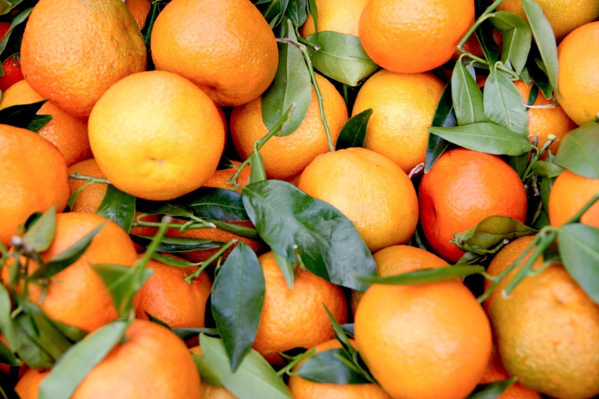 graphic node yi1YB FubH8 unsplash oranges